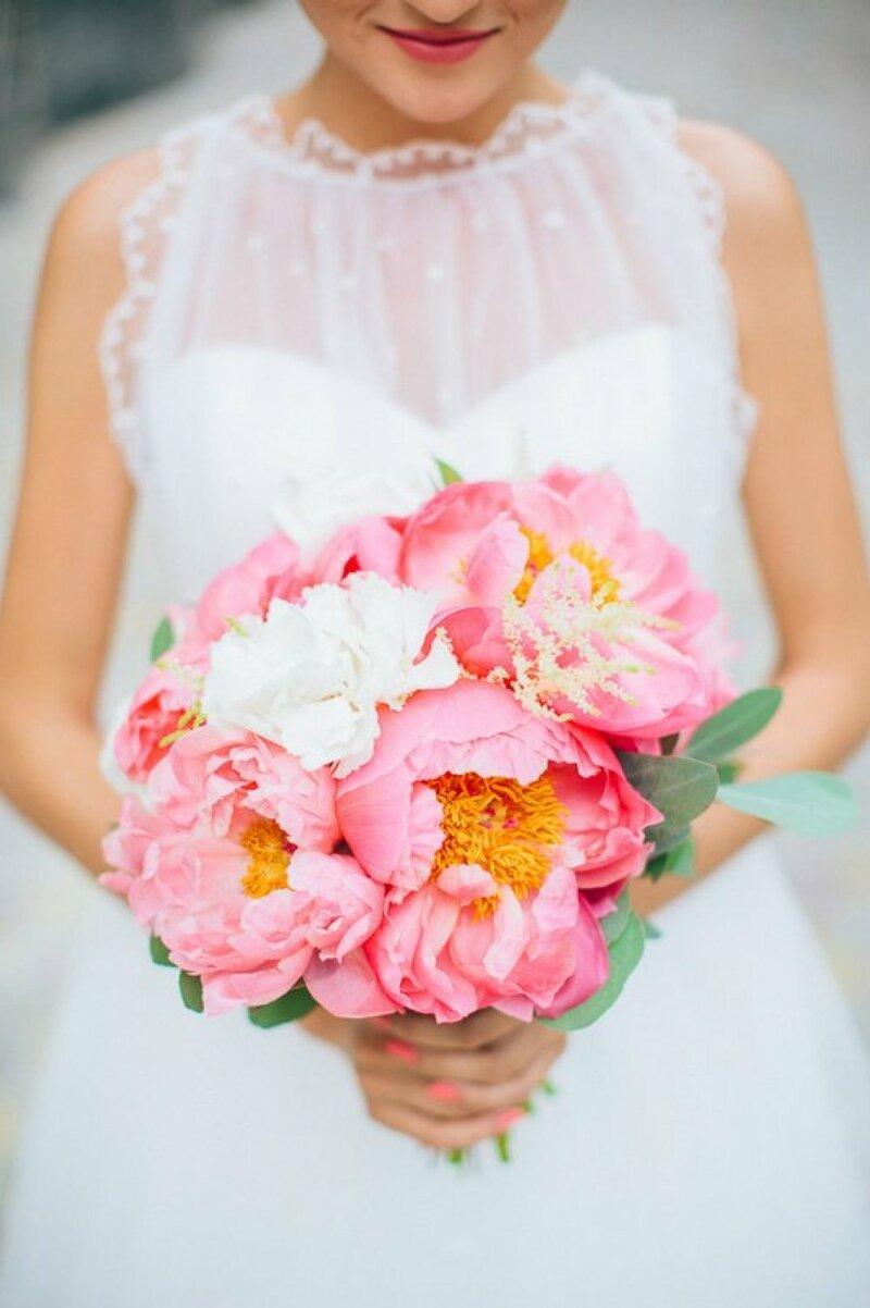 Букет невесты с огромными цветами