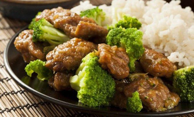 Жаренная говядина с брокколи