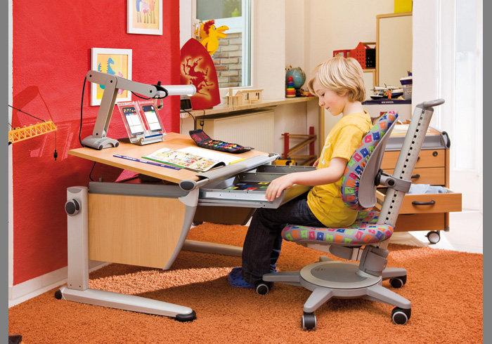 Сегодня Материнство предлагает ознакомиться с идеями рабочего места для первоклассника: эргономичной мебелью, вариантами для комнат с маленькой площадью, организацией рабочих мест в многодетной семье, дополнительными местами хранения и совсем нестандартными решениями.