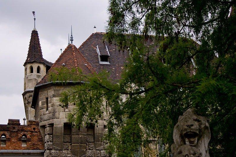 Замок Вайдахуняд . Имитация трансильванского замка правителей Хуньяди.
