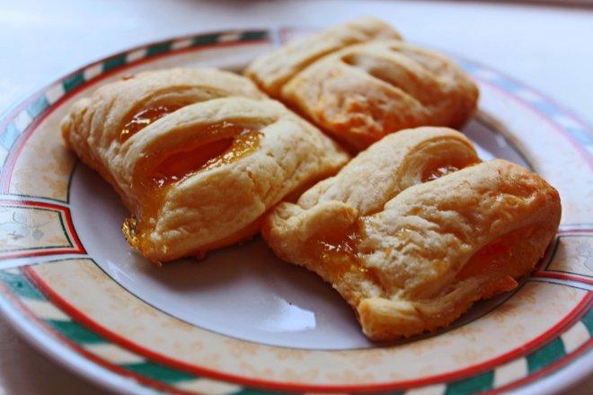 пирожки с вареньем из слоеного теста рецепт с фото