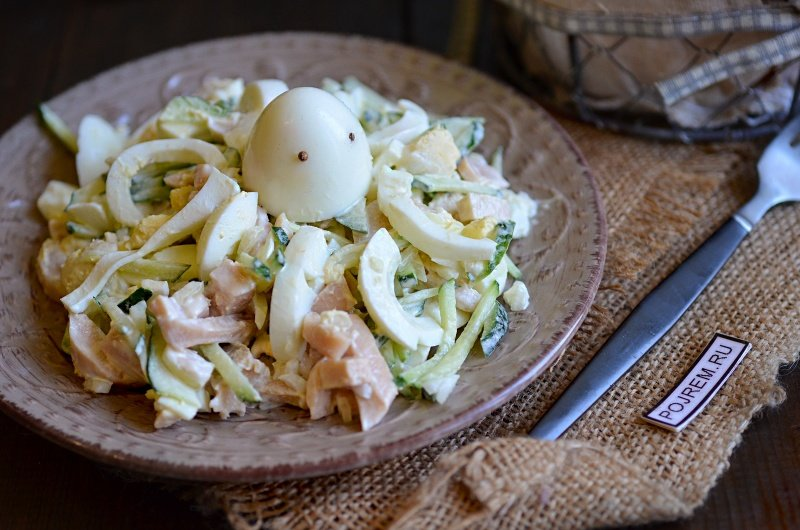 Салат с кальмарами и маринованными огурцами время приготовления: шампиньоны - 6 шт.