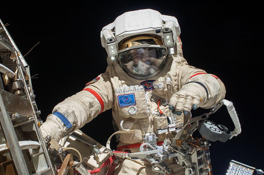 Для, картинки космонавты в космосе