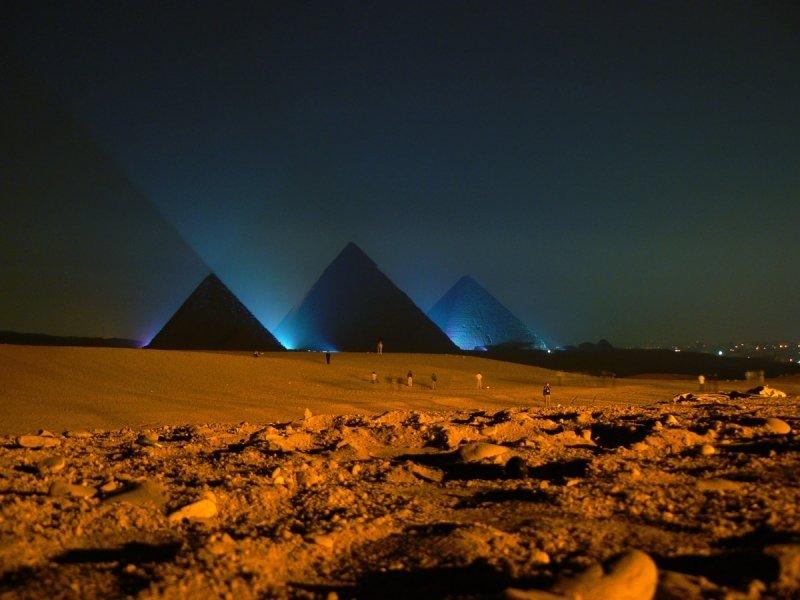 Пирамиды ночью картинки