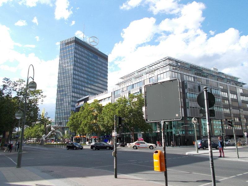 Здание Европа центра, первого в Западном Берлине высокого торгово офисного здания
