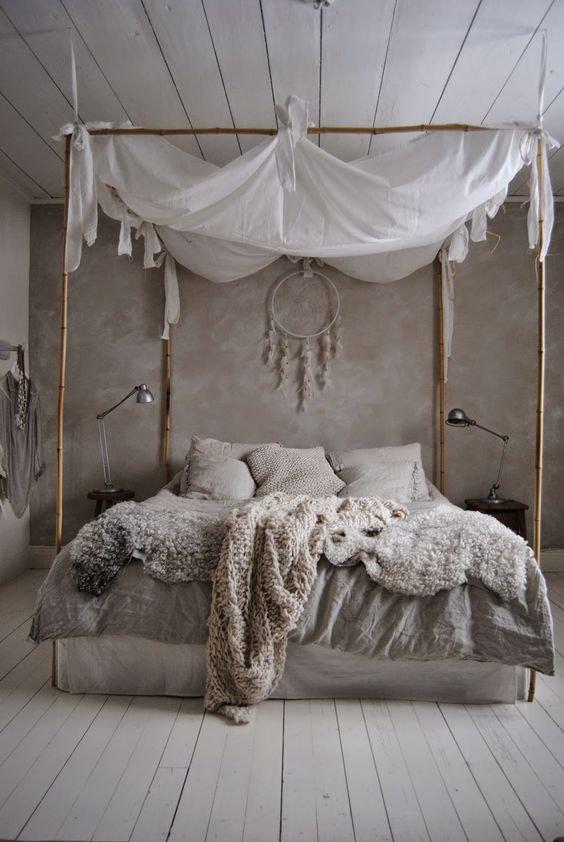 Кровать из ткани в интерьере
