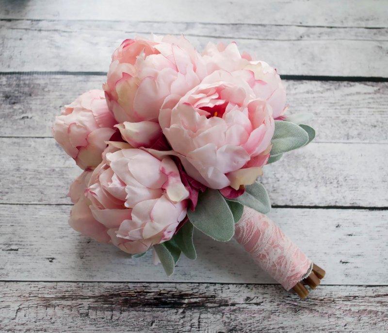 В разделе собраны фотографии букета невесты в розовом цвете.
