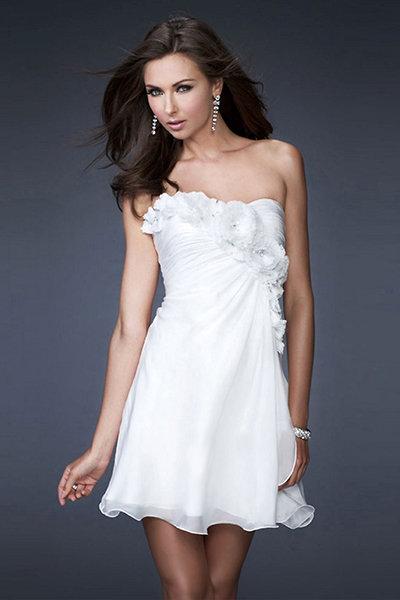 034869ae16e Струящееся короткое свадебное платье без бретелек Струящееся короткое  свадебное платье без бретелек
