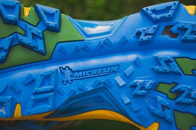 При беге по утоптанному снегу важно чтобы кроссовок хорошо «вгрызался» в поверхность