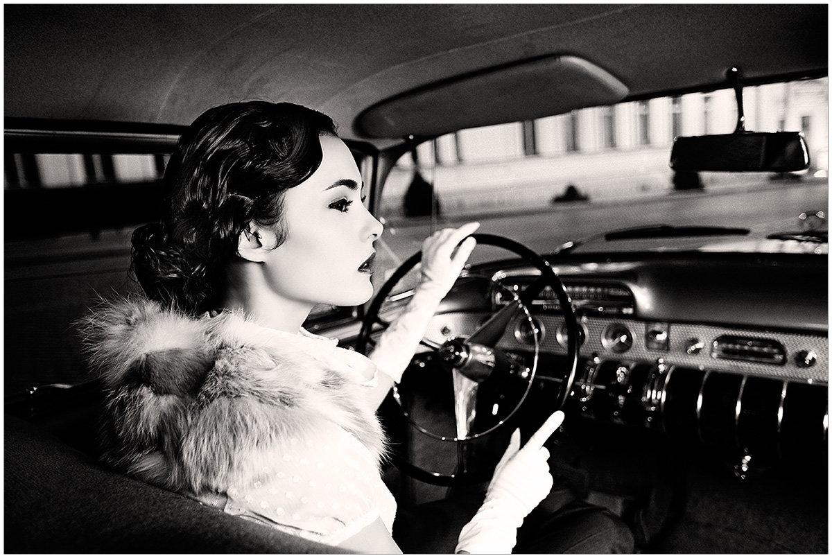 Женщина за рулем открытки