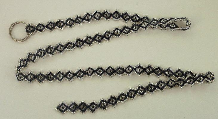 """Черный пояс. Плетение из бисера """"кипичным плетением""""."""