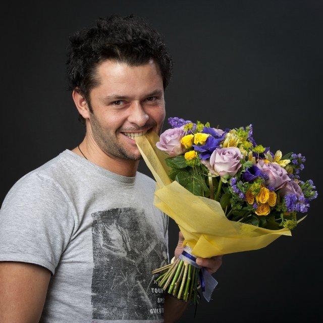 средства маскировки мужик с цветами картинки прикол духовку
