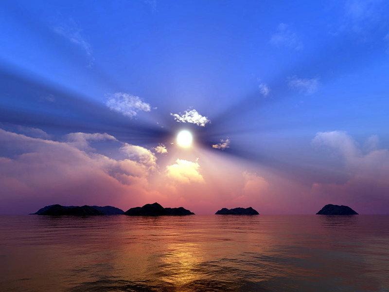 Рассвет на море в дали виднеются горы.