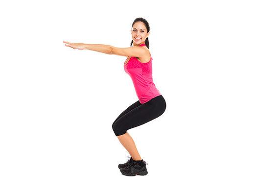 Встаньте прямо, ноги - на ширине плеч, руки - вдоль тела. Отведя таз максимально назад и выпрямив руки перед собой (ладони направлены в пол), согните ноги до прямого угла в коленях. Разогнув их, выпрыгните вверх. Как только ваши стопы коснутся пола, сразу начинайте приседать. Повторите упражнение 15-20 раз. Сделайте 3 подхода.