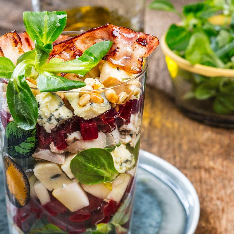 Рецепт - Салат с уткой, свеклой, грушей и сыром - с фото