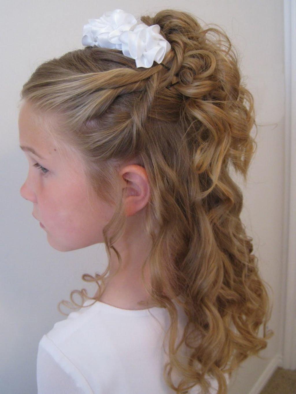 Великолепная нежная прическа, которая украсит любую девочку на новый год, вне зависимости от густоты волос.