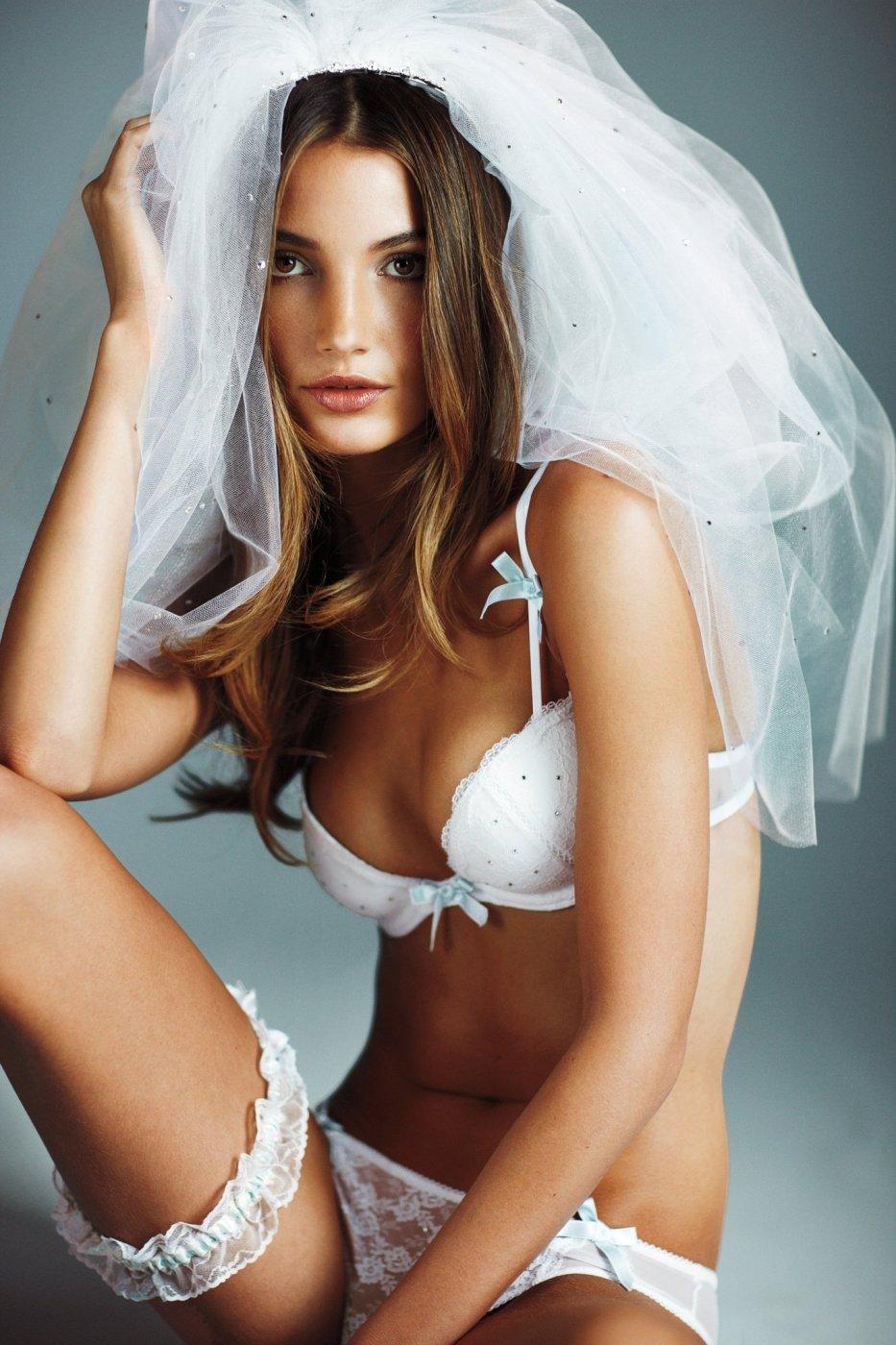 Видео нижнее белье невесты, брызгают смазкой порно