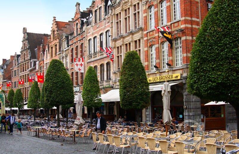 Площадь Oude Markt  в Левене