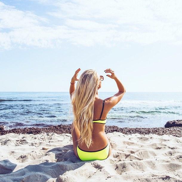 Красивые девушки на море, голая девушка на берегу моря 41