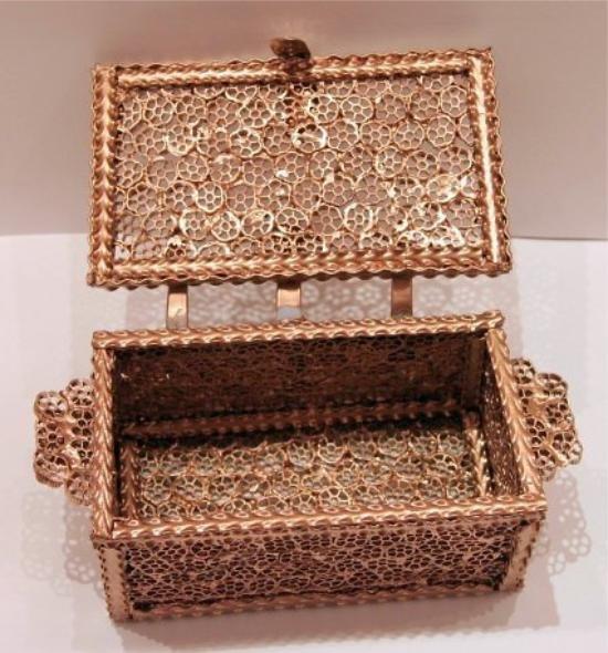 Картинки коробок из макарон стильной