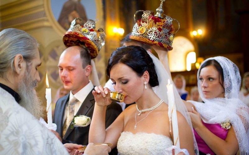 Выбор одежды для молодых и свидетелей для венчания