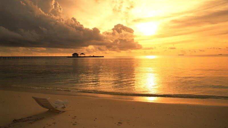 Тихое море на рассвете