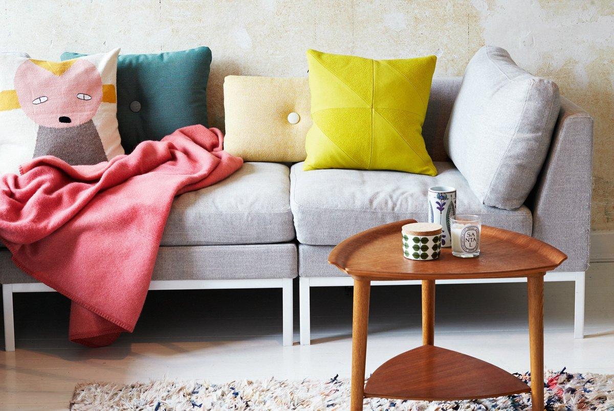 Расположение подушек на диване
