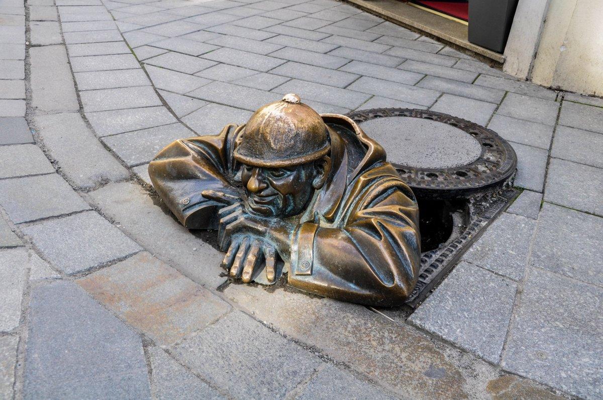 Памятник водопроводчику братислава закон о бесплатном обучении в россии