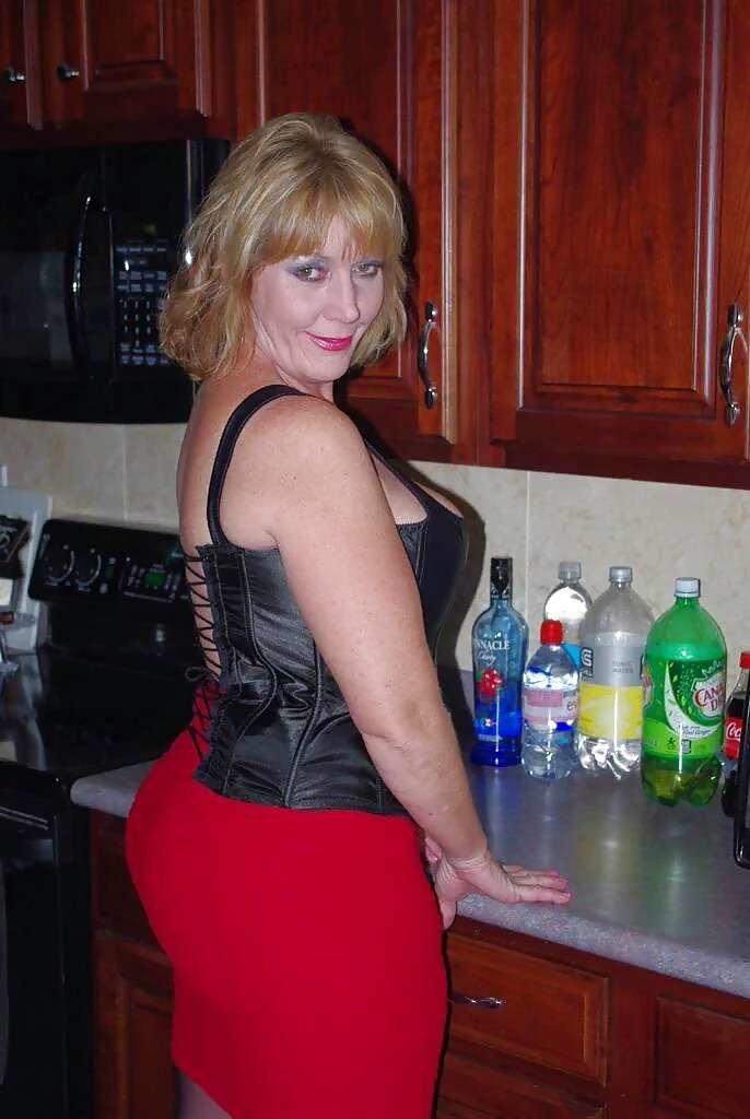 Домашнее эро фото казашки порнозвезды коленях