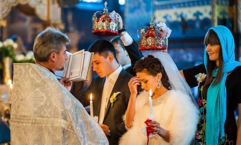 как ведет себя привороженный муж в церкви