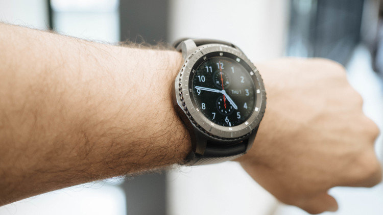 Смартчасы — это новая и активно развивающаяся категория устройств. Основной идеей смартчасов является соединение с вашим смартфоном и получение с него различного рода уведомлений.