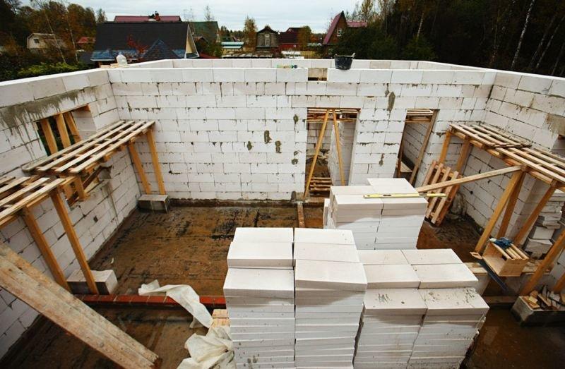 этапы строительства дома из блоков