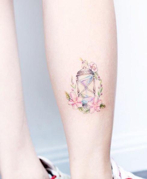Модные татуировки для девушек на ноге (фото) 10