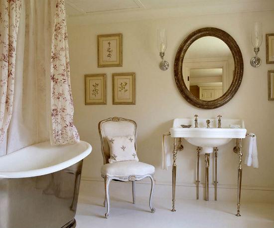 Ванная комната в стиле Прованс — это сочетание аскетизма отделки и кокетливости аксессуаров.