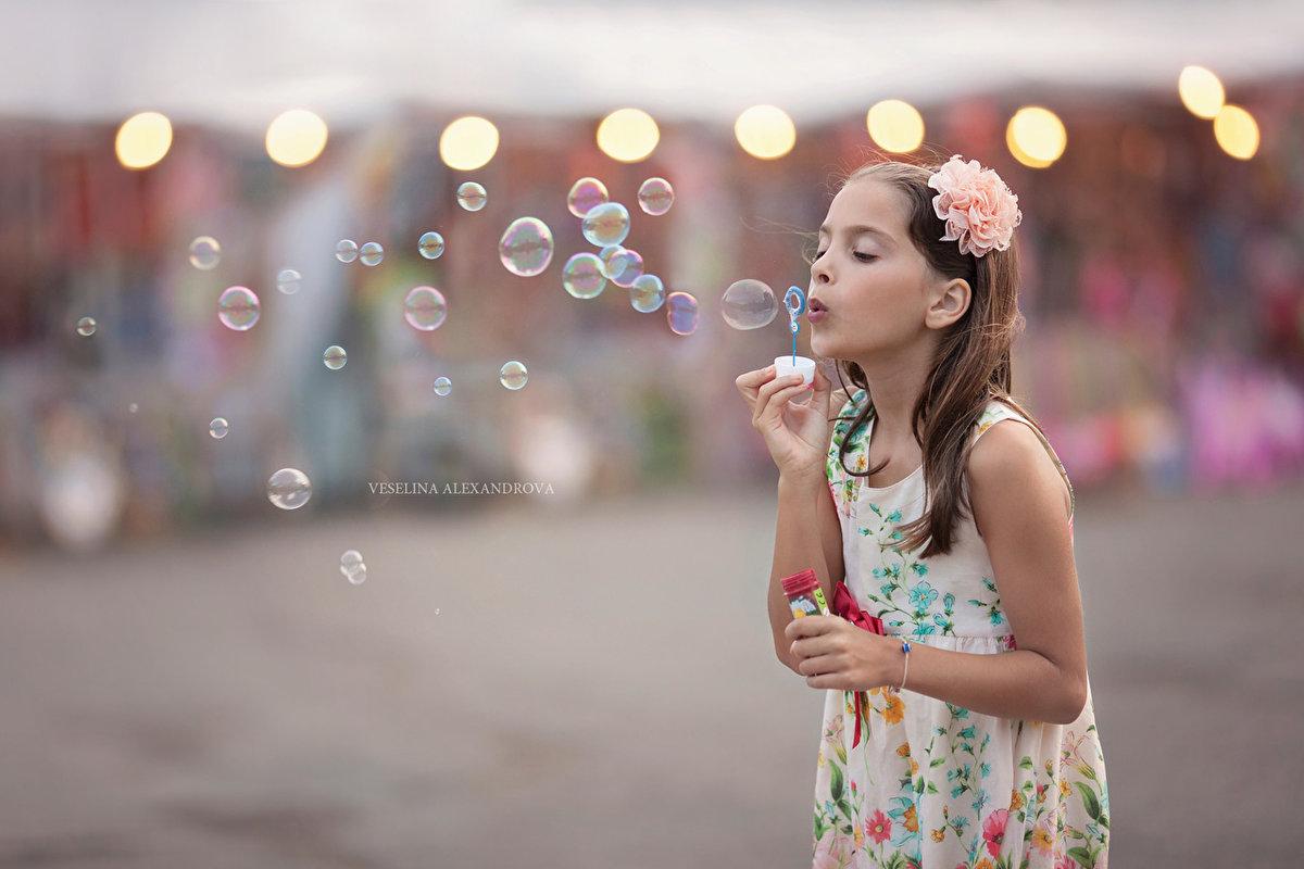 фото с мыльными пузырьками откровенных снимках девушка