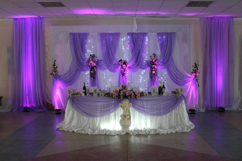 Оформление свадьбы тканью - это один из самых не дешевых способов украсить свадьбу. Ткань на свадьбе, как и шары можно использовать при украшении практически всех элементов.