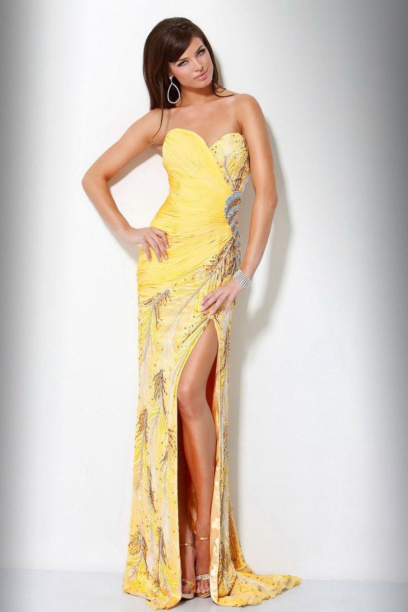 Желтое платье с разрезом