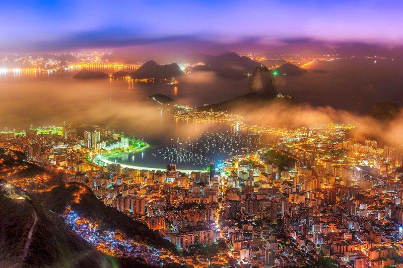 Ночной Рио-де-Жанейро.