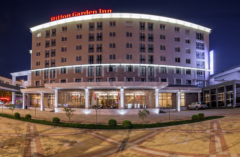 Гостиница Hilton Garden Inn ночью