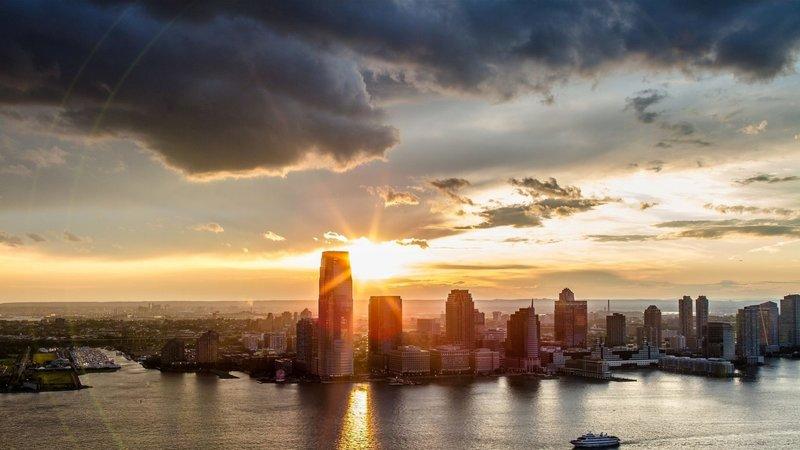 Рассвет над большим городом