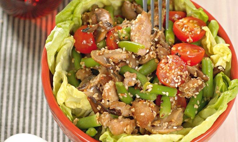 стручковой фасолью помидорами курицей Салат с