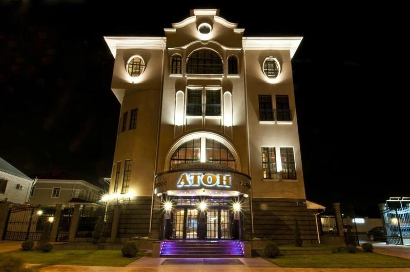 Гостиница Атон ночью