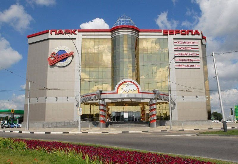 Кинотеатр Европа днем