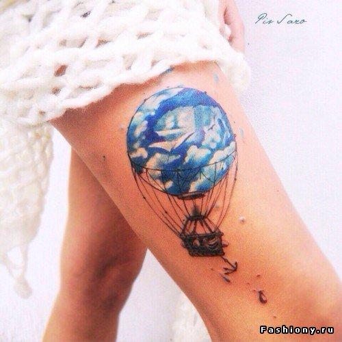 Воздушный шар на ноге