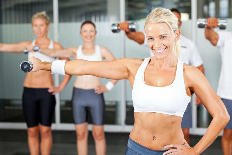 начать заниматься фитнесом легче с группой чужих людей таких же как и ты