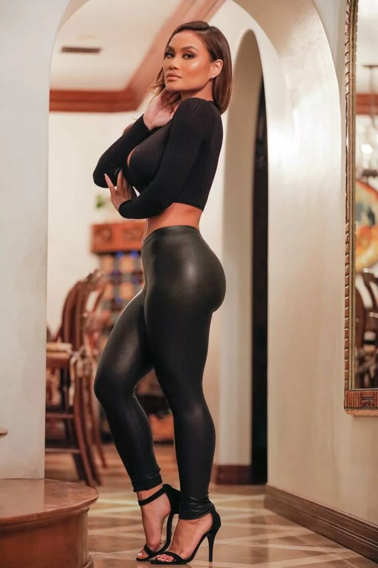 Excellent pornstar babe katerina kay takes off sexy leggings