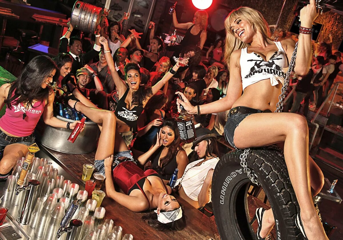 bi-girls-in-party