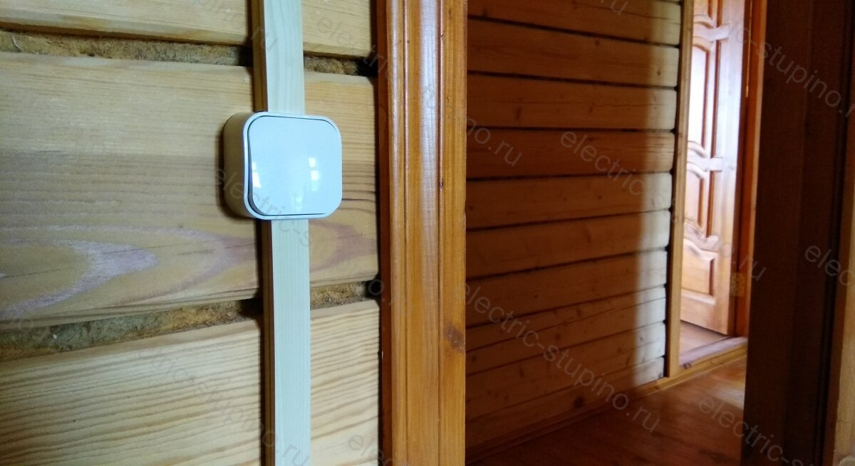 Установка розеток и выключателей в деревянном доме