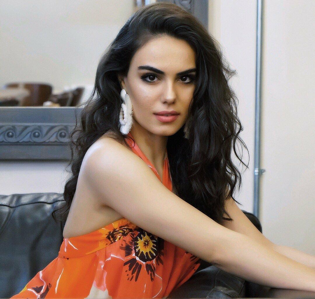 тебя картинки турецких актрис на обои вряд понравится