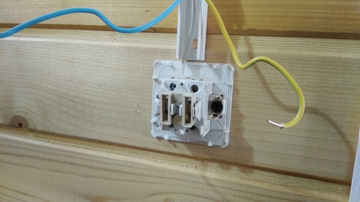 Установка выключателя открытой установки в деревянном доме
